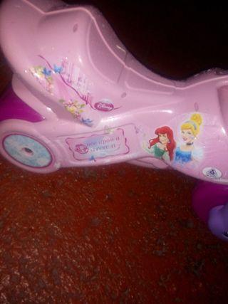 moto de juguete rosa