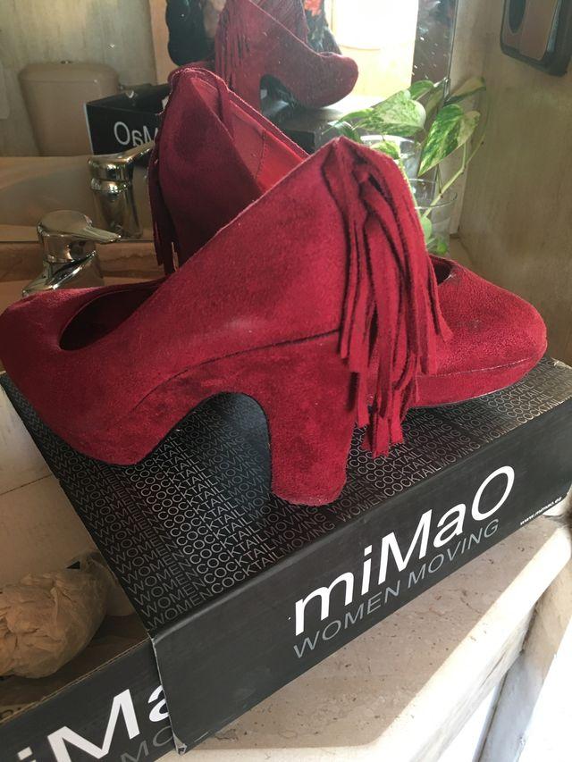Zapato tacón de ante rojo