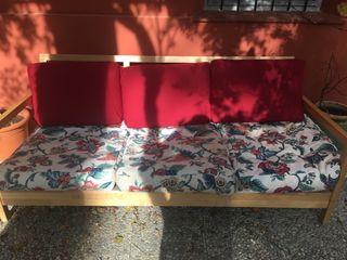 Sofá de 3 plazas cómodo y amplio.