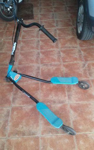patinete de tres ruedas con freno