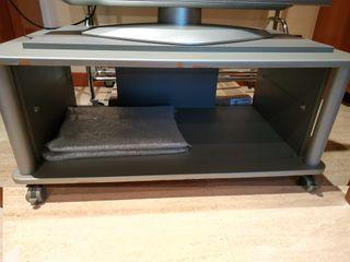 Mesa de TV con puertas de cristal