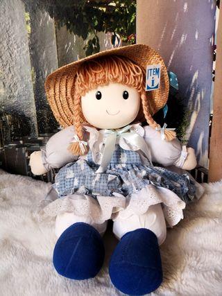 Muñeca peluche que canta