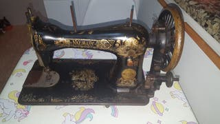 Máquina de coser antigua !!!