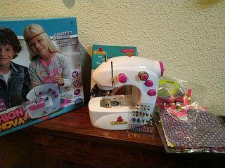 Maquina de coser de juguete.