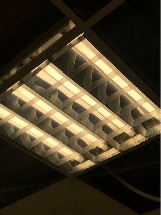 lámpara de techo de oficina