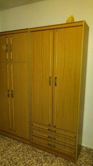 2 armarios con camas integradas