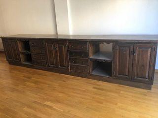 Mueble de madera de pino teñido