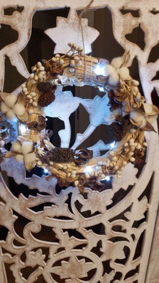 Corona de navidad con luces