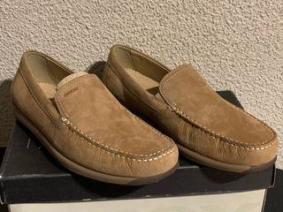 Zapatos beige Geox talla 42