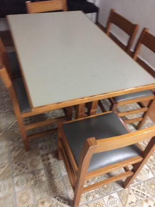 Mesa de cocina con ocho sillas