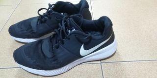 ¿tienes 3 pies? zapatillas Nike 3x2