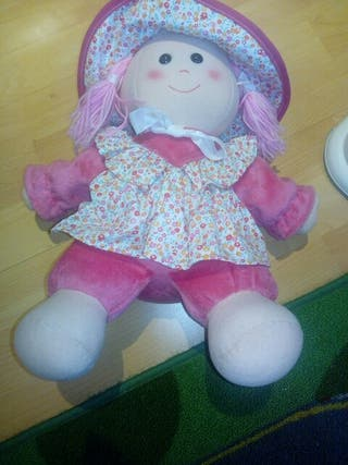 muñeca de trapo rosa impecable