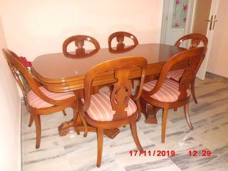 Mesa grande con 4 sillas