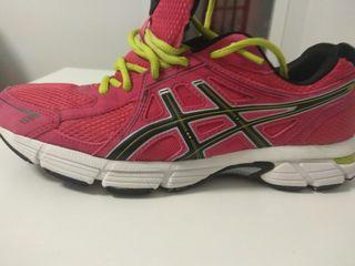 Zapatillas deporte chica Asics. Número 40,5