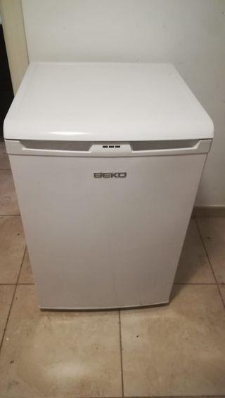 Congelador vertical no frost. Marca BEKO. 3 caj.