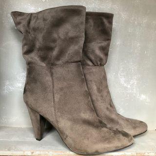 Preciosas botas media altas 41 Peq