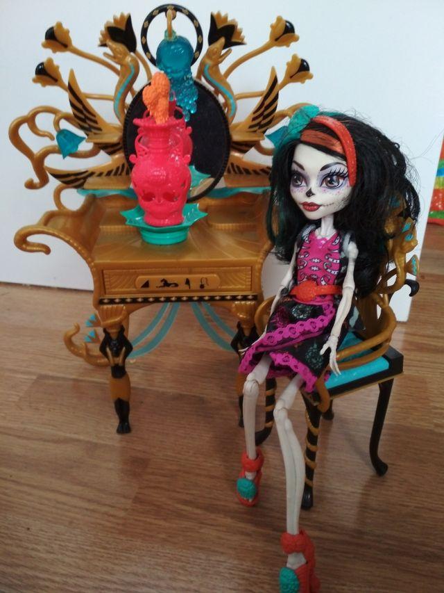 tocador y Monster high mexicana