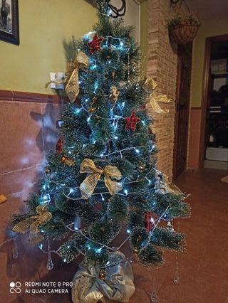 árbol de navidad con decoración