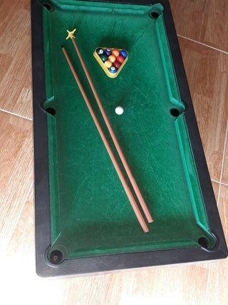 Mesa de billar de juguete. 67x36 cm.