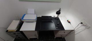 Escritorio y silla oficina, para casa. IKEA