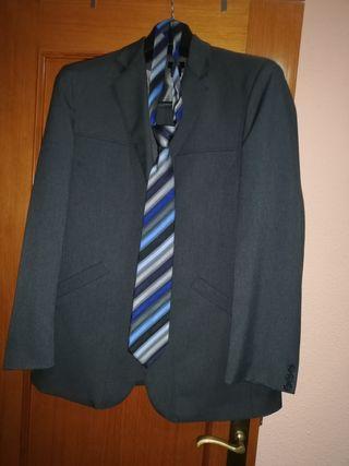 traje de HyM. talla 52.esta impecable.nada de uso.