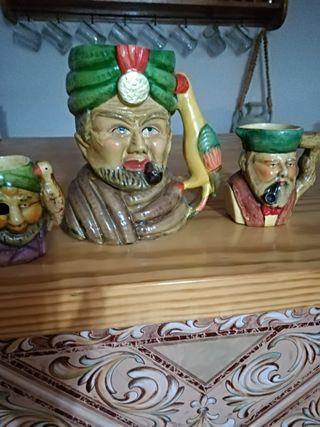 Tres jarras decoradas