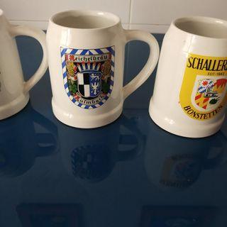 Tres jarras de cerveza