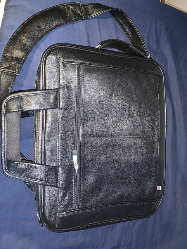 Maletín de ordenador negro de cuero. Marca DELL