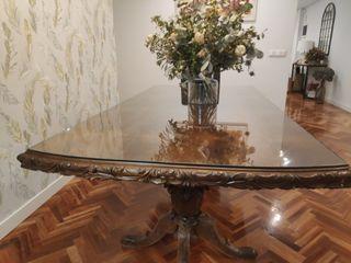 Mesa comedor colonial de madera de nogal tallado