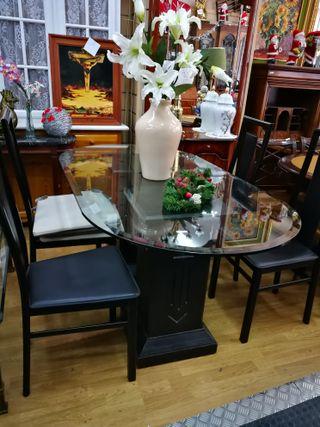 Mesa de cristal + 4 sillas de polipiel