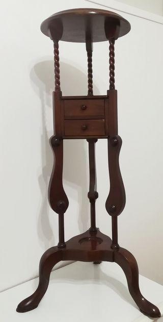 Mueble auxiliar esquinero clásico