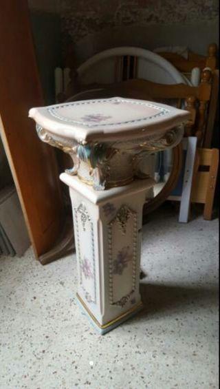 pie pedestal cerámica con molduras