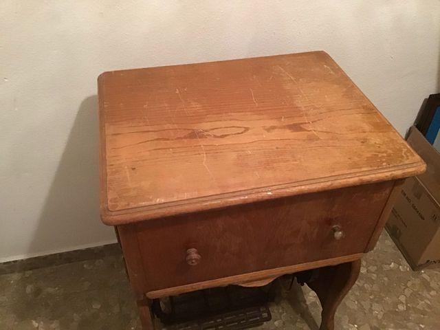 Maquina de coser antigua Refrey con mueble