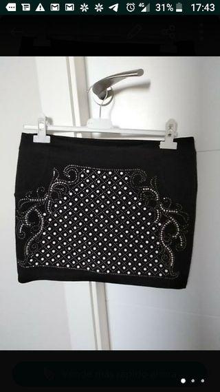 Falda negra corta con brillo