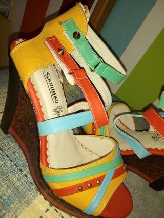 Sandalias multicolor, número 38