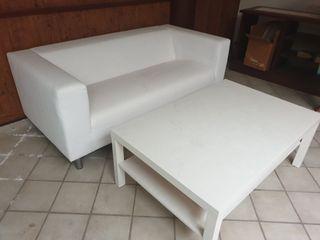 Sofá y mesa de IKEA