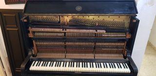 piano de 1896 en buen estado