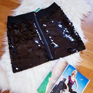 Falda corta negra lentejuelas Benetton