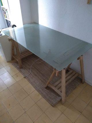 Tablero mesa cristal ikea + patas de regalo de segunda mano