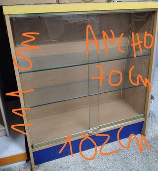 mueble expositor con dos estanteries y luz