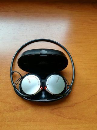Auriculares SONY MDR-AS30 con funda