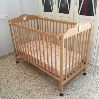 Cuna de bebé con colchón. Excelente estado