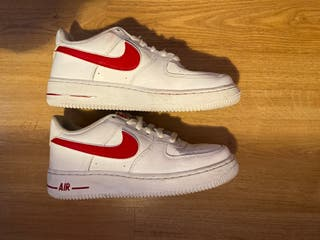 Nike air forcé blancas y rojas