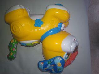 juguete perrito cucu tras Clementoni