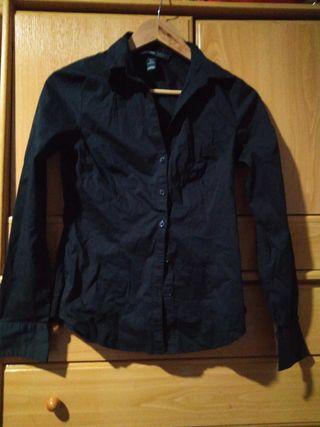 Camisa de vestir negra es un poco elastica y elega
