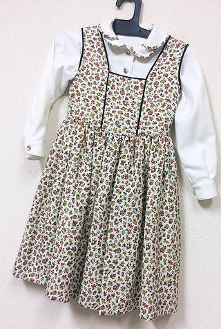 Vestido y blusa de niña