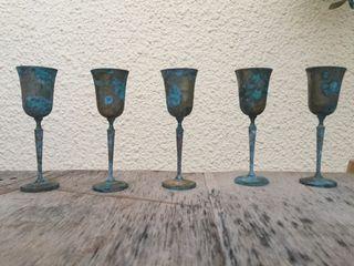 Copas de cobre con pátina azul turquesa