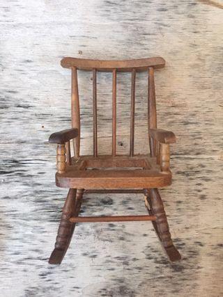 Silla balancín miniatura madera coleccionista