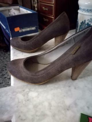 Zapatos de tacón mediano de madera