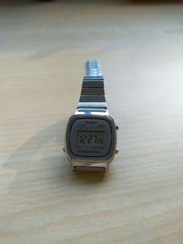 Reloj digital CASIO de plata